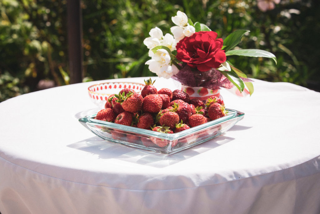 Erdbeeren auf Stehtisch